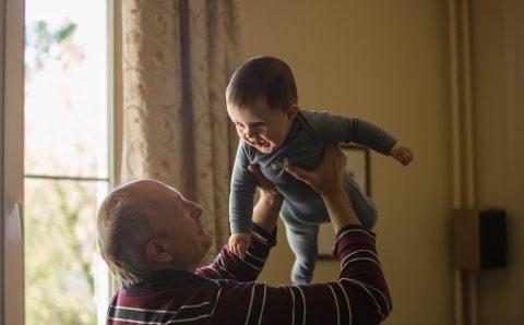 Opa en oma vaak oppas in corona tijd