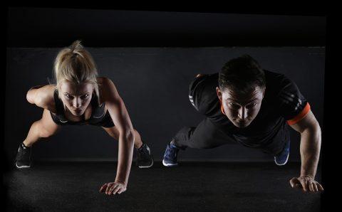 Word fit met behulp van een personal trainer