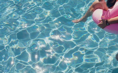 Zwembaden ook dit jaar niet aan te slepen