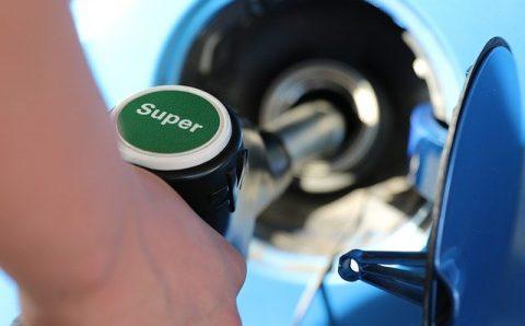 Benzineprijzen boven de 2 euro