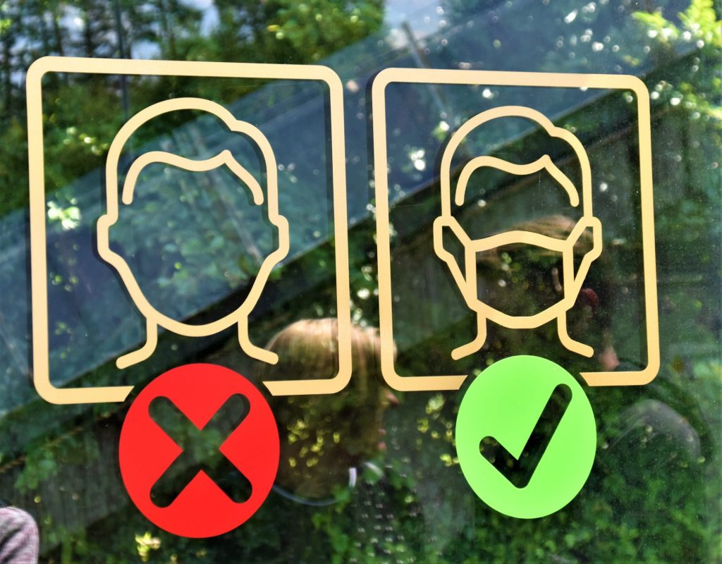 De regels omtrent mondkapjes en rijexamens